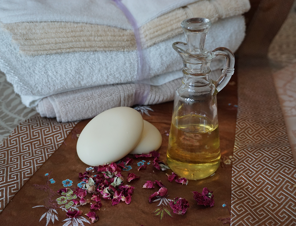 Heirloom's Blooming Bath Oil