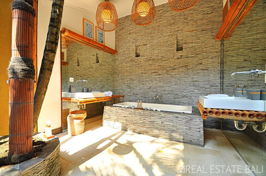Huge 6+1 bedroom villa for sale in Seminyak