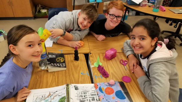 5th graders work on model of ocean floor