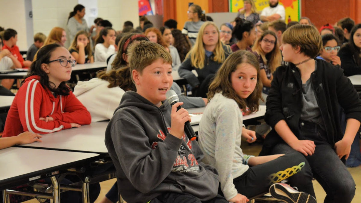 Student asks a question during Student Council Town Hall