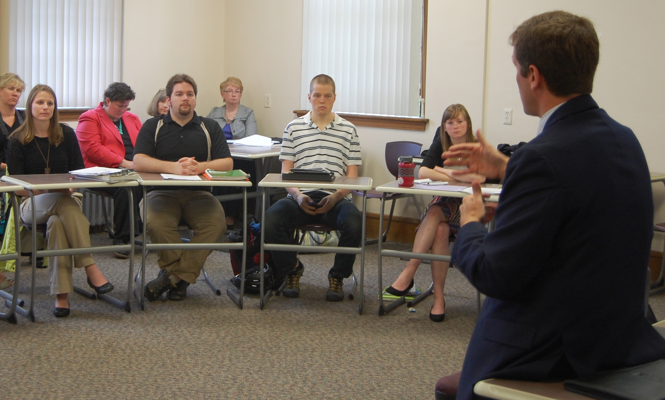 Commissioner Stephen Bowen speaks with future teachers at the University of Maine.