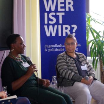 Podiumsdiskussion ufuq.de-Fachtag 26.09.2019 mit Prof. Dr. Maisha-Maureen Auma (l.) und Peggy Piesche; Bild: ufuq.de