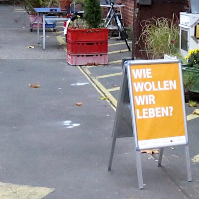"""Eingang zum """"Wie wollen wir leben?""""-Fachtag; Bild: ufuq.de"""