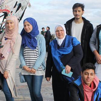 Foto mit Jugendlichen auf dem Berliner Teufelsberg; Bild: RAA Berlin