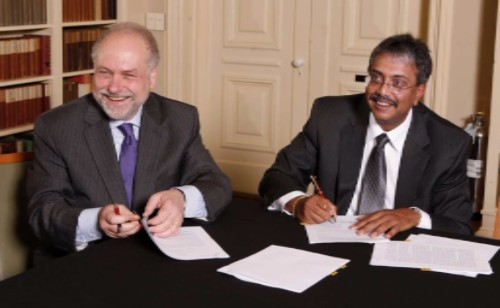 Caption: Princeton E-ffiliates Partnership and ExxonMobil and Princeton University entered a five-year agreement to pursue transformational innovations in the fields of energy and environment. Pablo Debenedetti (left), dean for research at Princeton University, and Vijay Swarup, vice president of research and development for ExxonMobil Research & Engineering Co., signed documents establishing the partnership at a ceremony on the Princeton campus this summer. (Photos by Frank Wojciechowski.)