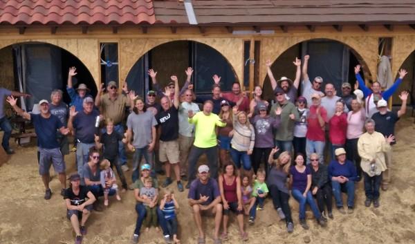 Temecula, CA straw bale workshop group photo