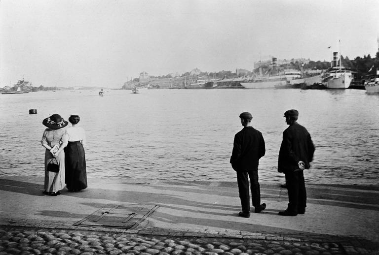 Kauppatorin rantaa. Sakari Pälsi. Helsinki City Museum 1910. CC BY-ND 4.0