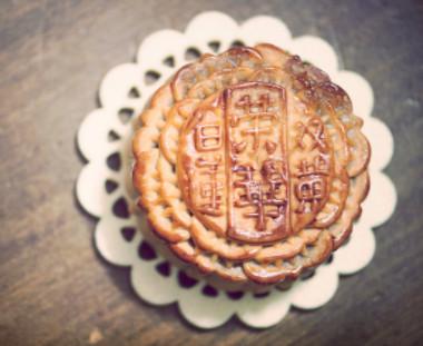 Mooncake (happykiddo / Flickr)
