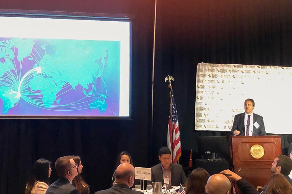 Governador apresenta estratégias de desenvolvimento econômico do Ceará em palestra nos Estados Unidos