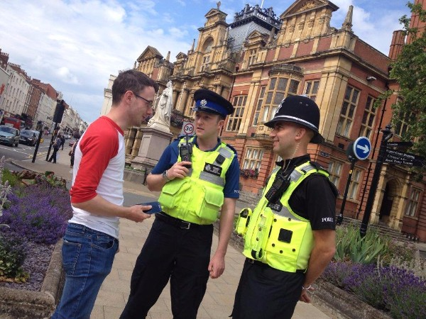 A police officer and PCSO talk to a member of the public in Leamington Spa