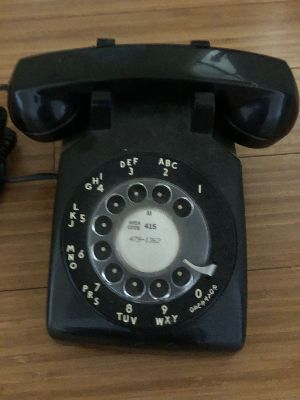 black dial phone