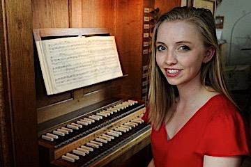 Anna Lapwood at the organ of Pembroke College Cambridge