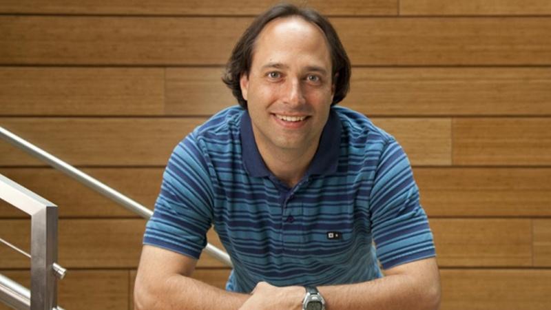 UO biology professor Cris Niell