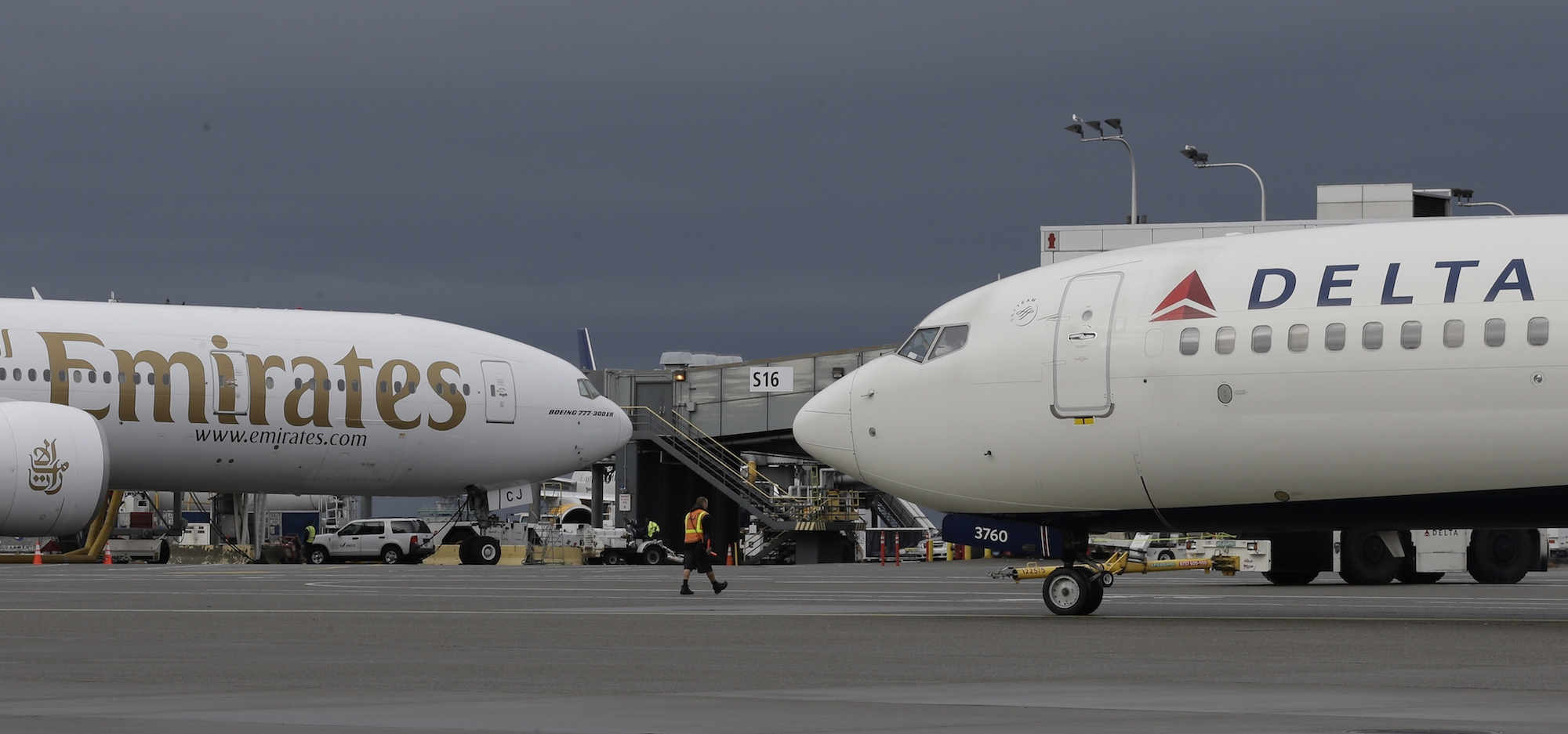 Emirates and Delta airplanes