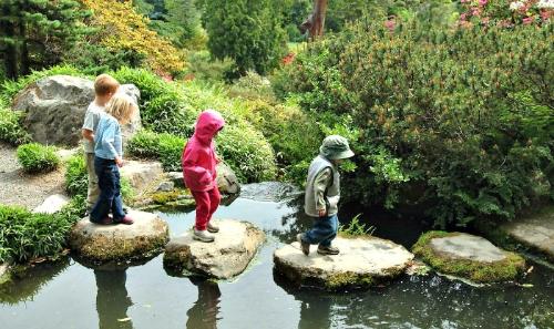 Kids Explore Gardens