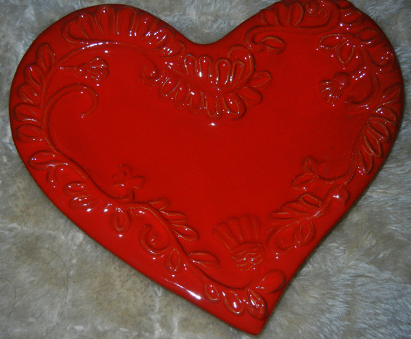 Red heart plate