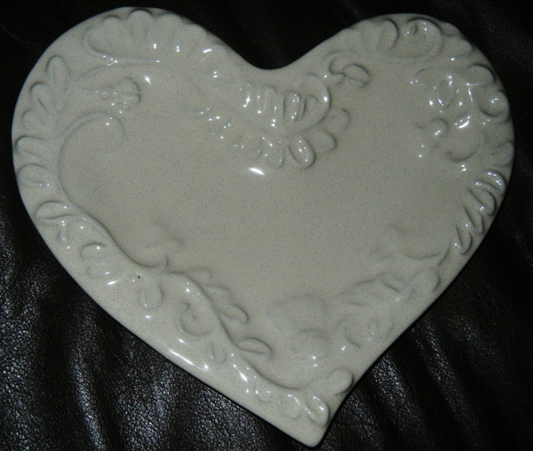 Heart plate -- white