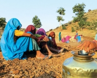 Women NREGA labourers in Limbi village of Madhya Pradesh
