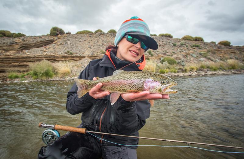 Mirjana Pavlic Fliegenfischen Argentinien mit Regenbogenforelle