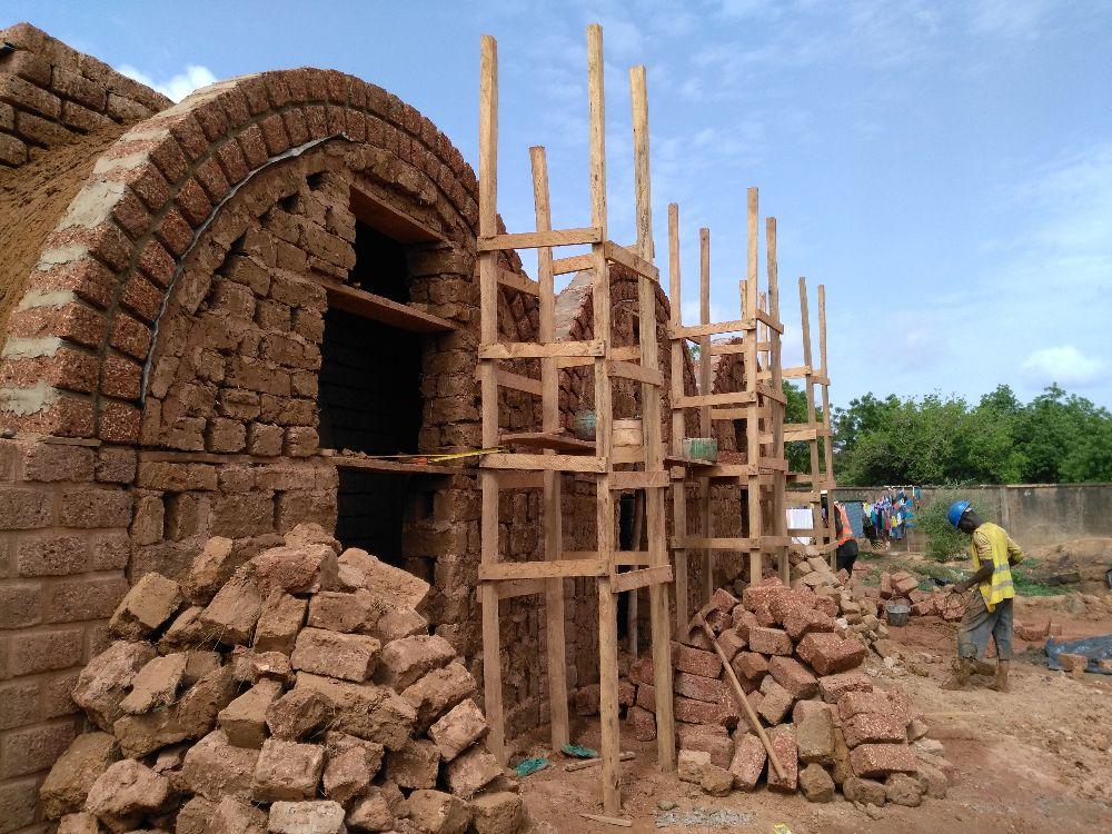 Mission Morija est une organisation humanitaire et de coopération au développement dont l'objectif est de venir en aide aux populations vulnérables, principalement en Afrique subsaharienne. Elle apporte son soutien en collaboration étroite avec des partenaires locaux partageant ses valeurs.  Morija poursuit ses buts dans les domaines de la nutrition, l'eau-assainissement-hygiène, la santé, l'éducation, et le développement rural. Elle intervient actuellement dans 4 pays d'Afrique subsaharienne : Burkina Faso, Togo, Tchad et Cameroun.  Valeurs Nos valeurs humanitaires sont inspirées par notre éthique chrétienne.  Solidarité Le fondement de nos actions est la solidarité avec les personnes les plus vulnérables. Nous visons à promouvoir également un climat d'entraide entre les bénéficiaires eux-mêmes et au sein des communautés villageoises avec lesquelles nous travaillons.   Autonomie Notre approche favorise l'autonomie des bénéficiaires finaux en les rendant acteurs de changement, pour une réelle sortie de la pauvreté. Nos programmes sont construits avec les bénéficiaires finaux. Nous privilégions l'implication de ressources humaines locales pour la mise en œuvre de projets, en renforçant leurs compétences techniques et de leadership. Dans la résolution de problèmes, nous cherchons des solutions innovantes, durables et réplicables.  Proximité Morija est une organisation à taille humaine, privilégiant une relation de proximité vis-à-vis de ses donateurs, partenaires et bénéficiaires. Sur le terrain, nous mettons l'accent sur une approche participative avec les bénéficiaires, ce qui se traduit par une prise de responsabilité locale. Dans un monde interdépendant, nous croyons que la coopération interculturelle est une clé pour apprendre l'un de l'autre et permet l'enrichissement des points de vue face à un problème social.  Intégrité Nous nous efforçons de promouvoir l'intégrité à tous les niveaux de notre organisation. La transparence, la redevabilité, la rigueur dans la 
