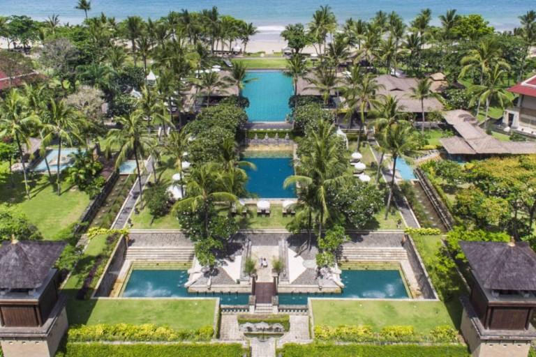 Hotel in Bali mit Pool an traumhaften Strand - Ferien - Badeferien Bali buchen im Reisebüro Legends Travel
