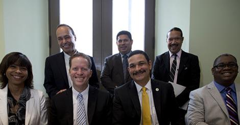 Al frente: Lcda. Vivian I. Neptune, Hon. David Bernier, Dr. Uroyoán Walker Ramos, Dr. Carlos E. Severino Valdez; En la fila de atrás: Congresista Luis Gutiérrez, Hon. Franklyn Grullón y Sr. José Rodríguez.