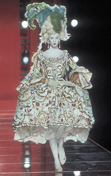 Christian Dior (John Galliano), dress, fall/winter 2000-2001 haute couture. Photograph © Guy Marineau.