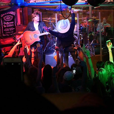 Justin Moore at Honky Tonk Central
