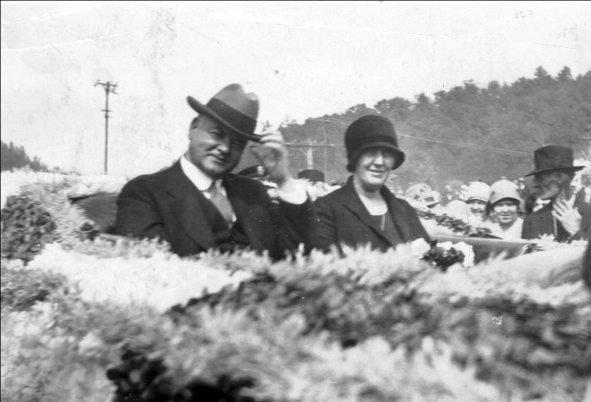 Herbert Hoover and Lou Henry Hoover ride in an automobile