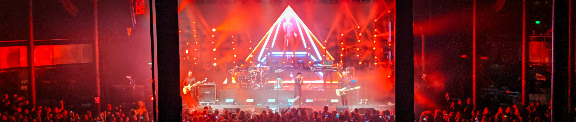 Numan performs Cars at the Roundhouse. Can't see it? Click it.