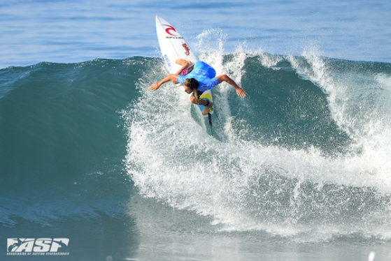 Matt Wilkinson (AUS), 24, bashes into Round 3 of the Oakley Pro Bali. Credit: ASP