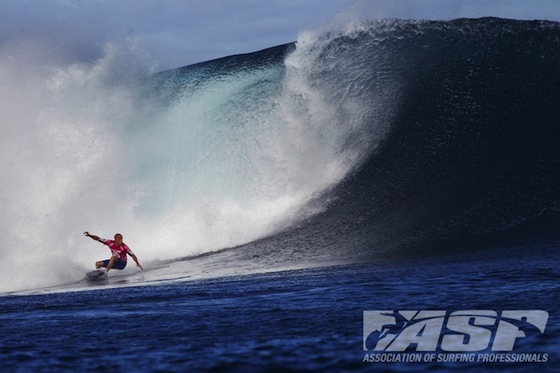 Kelly Slater (USA), 41, earned a perfect 10 and a 9.30 in Round 4 of the Volcom Fiji Pro to advance to the Quarterfinals. Credit: ASP/SCHOLTZ
