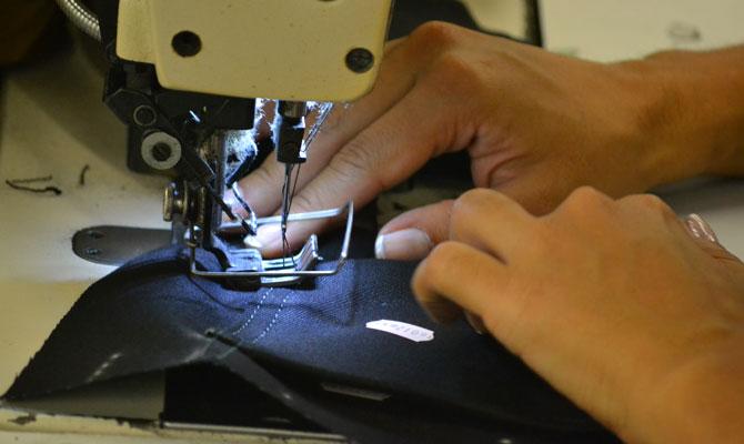 Confeccionando Jeans con Energía Limpia (CI JEANS); Medellín, Antioquia; Foto: Juan Daniel Correa