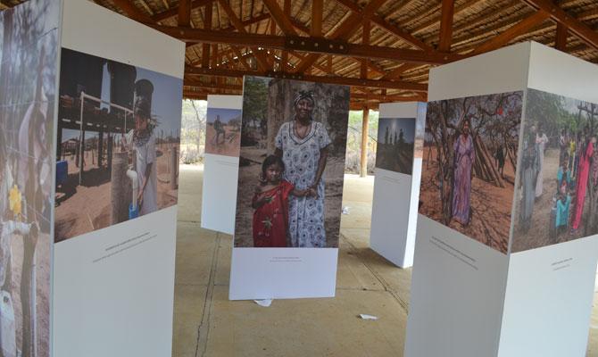 """Exposición """"Ka'i otta Wuin"""" (Sol y Agua) para inaugurar proyecto de Energía Limpia en la Guajira; Uribia, Guajira; Foto: Juan Daniel Correa"""