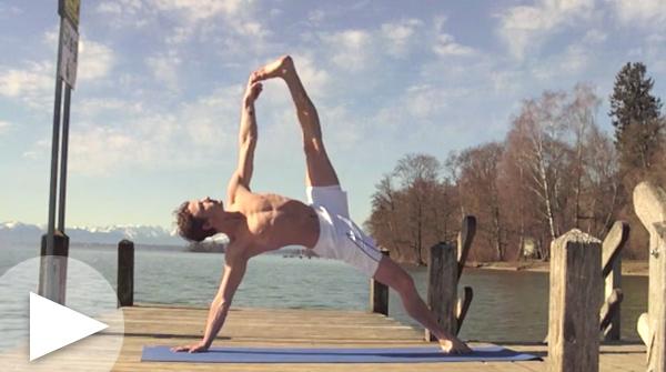 Ashtanga Vinyasa Yoga demo par Christian Klix