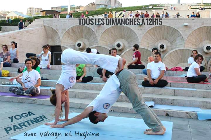 cours de Yoga Partner au Trini les dimanches à 12h15