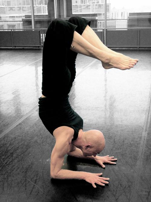 professeur de yoga ashtanga vinyasa Franco Senica, asanas renversées