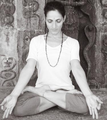 Silvia Yoga, Padmasana