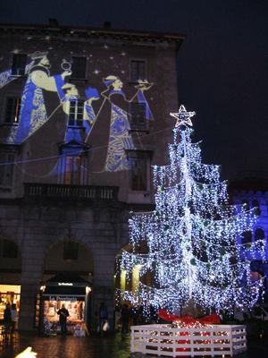 Die heiligen 3 Könige mit Weihnachtsbaum.