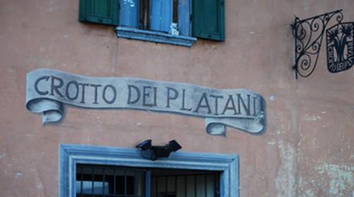 """""""Crotto dei Platani"""" - der alte Eingang mit Schriftzug"""