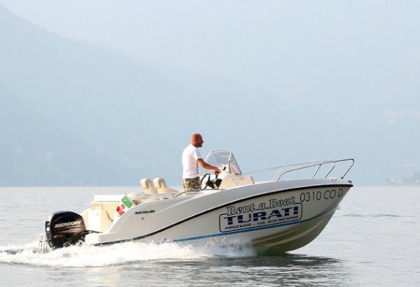Das Motorboot - Vollbild