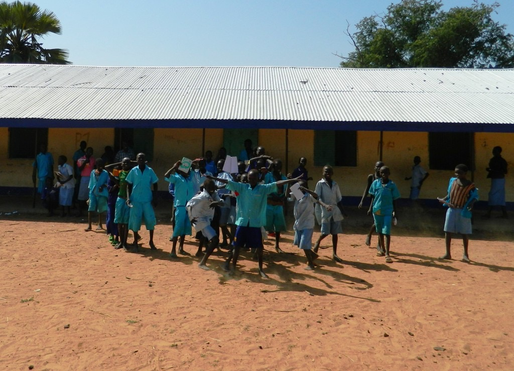 Studnets from Wunland in South Sudan outside school building