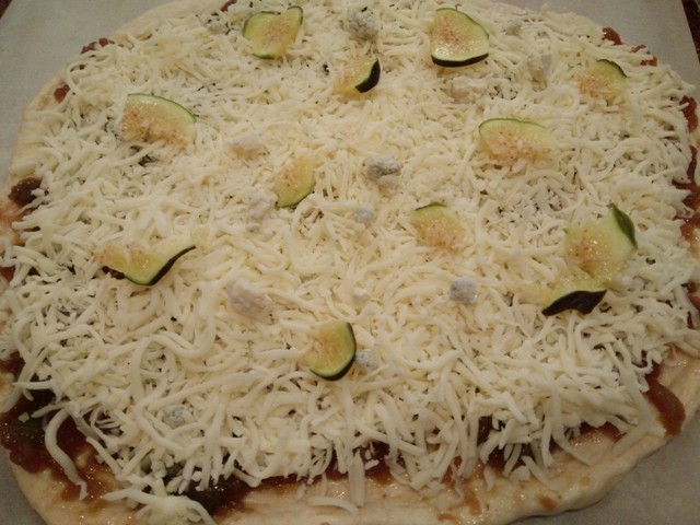 uncooked fig pizza