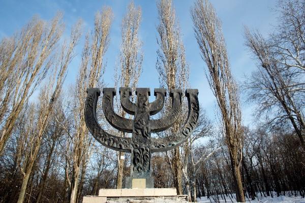 Menora -Gedenken an die jüdischen Opfer des Massakers von Babi Yar. Foto:Marco Limberg