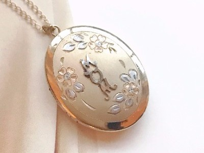 Vintage retro 1960's gold filled mom locket