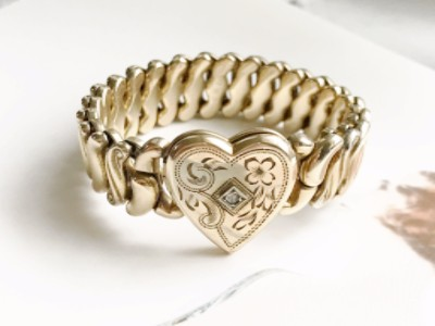 Antique early 1900's sweetheart expansion bracelet with a heart locket