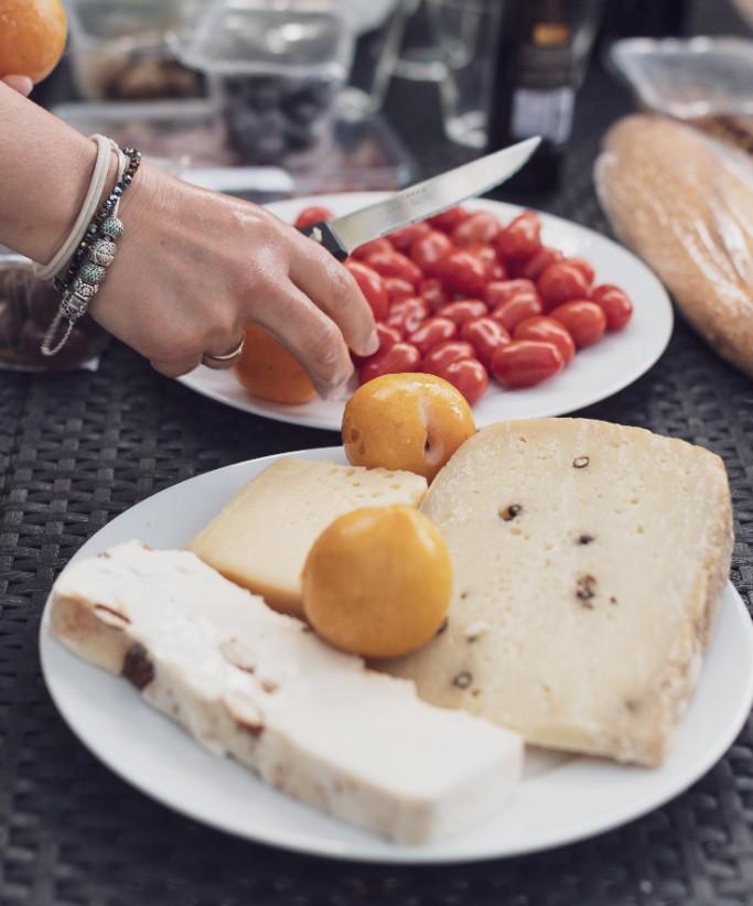 Prato com queijo e fruta