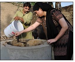 Feeding the biogas plant.