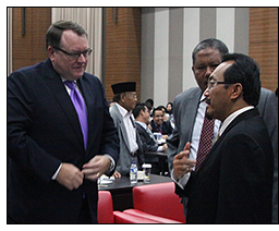 Rodney Ferguson meets with Indonesian Minister of Agriculture Suswono.
