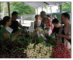Wallace Center provides resources for farmers market managers.
